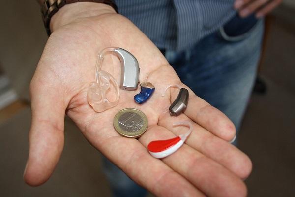 Todo lo que hay que saber acerca de los audífonos, sus tipos y las últimas novedades del mercado